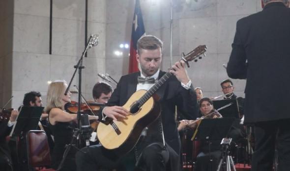"""  Guitarrista chileno Emmanuel Sowicz ganó  concurso """"Dr. Luis Sigall"""" de Viña del Mar"""