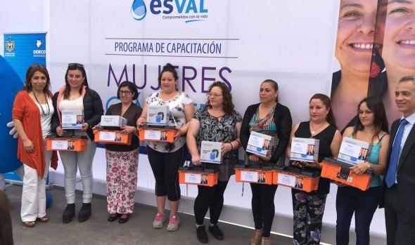 22 mujeres de Viña del Mar serán capacitadas en curso de gasfitería gracias a aliazna del municipio de Viña del Mar y Esval