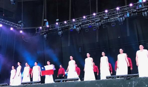 """Reconocimiento a compañía folclórica """"Maucó"""" que celebró 50 años de trayectoria entregó alcaldesa Virginia Reginato"""