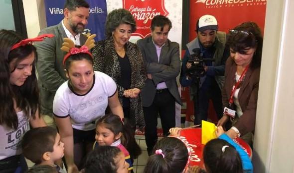 """CorreosChile y municipio de Viña del Mar invitan a sumarse a la campaña navideña """"Apadrina una carta"""""""