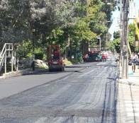 Repavimentan calle Balmaceda en Reñaca bajo gracias a gestiones de alcaldesa Virginia Reginato ante el Serviu