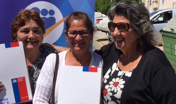 84 familias viñamarinas recibieron la escritura de sus viviendas de parte de alcaldesa Virginia Reginato y Serviu