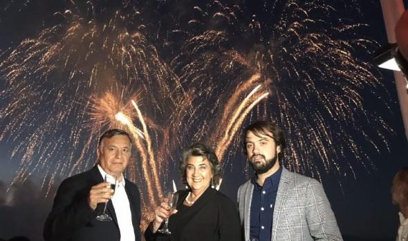 Espectáculo Año Nuevo en el  mar inició su cuenta regresiva con fondeo de  plataformas de lanzamiento