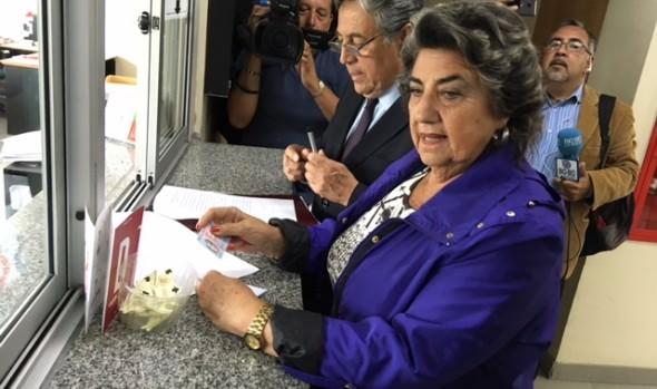 Alcaldesa Virginia Reginato interpuso querella contra jóvenes que manipularon manecillas del reloj de flores