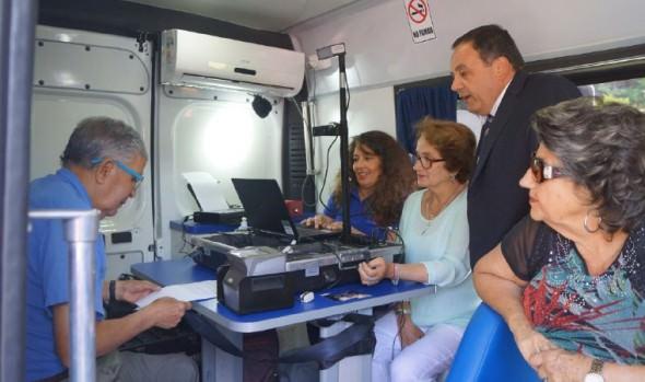 """Registro Civil y municipio de Viña del Mar lanzaron """"Gira oficina móvil verano 2018"""""""