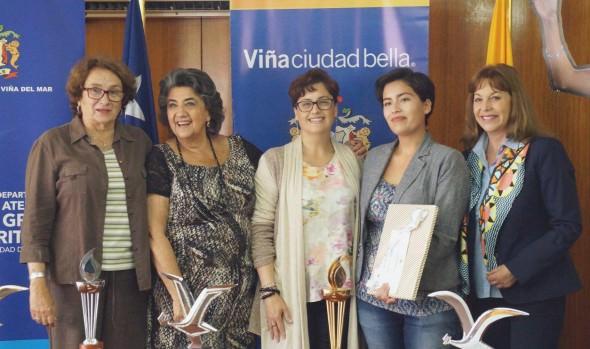 "MUNICIPIO PREMIÓ A GANADORES DEL CONCURSO ""GRACIAS MAMÁ"" CON ENTRADAS PARA EL FESTIVAL DE VIÑA"