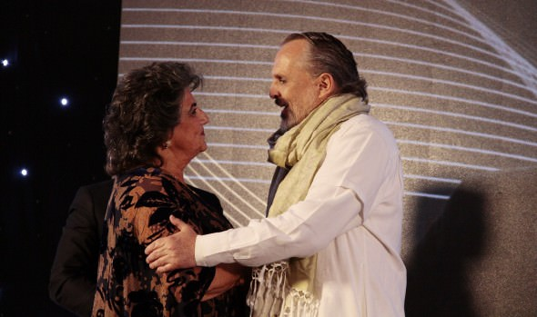 Miguel Bosé es declarado Visita Ilustre de Viña del Mar, por alcaldesa Virginia Reginato