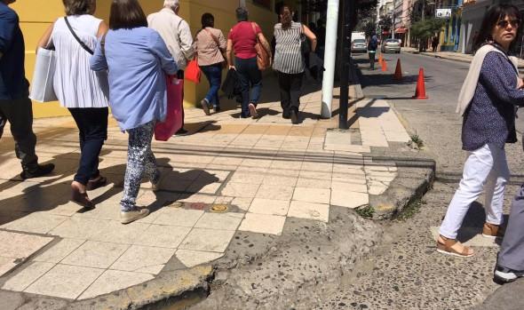 Millonaria inversión para reponer aceras de calles céntricas ejecutará Municipalidad de Viña del Mar