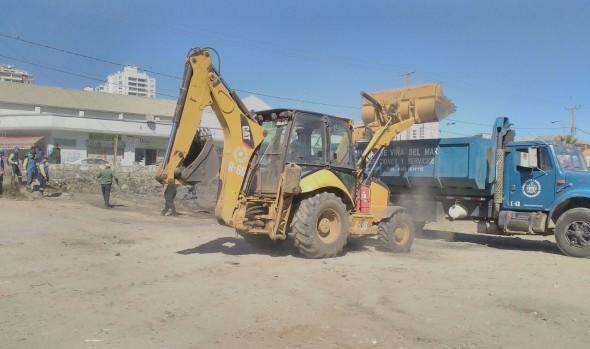 Municipio de Viña del Mar realiza operativo de limpieza integral en el estero