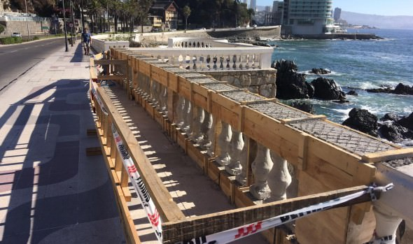 Municipio de Viña del Mar repara baranda ornamental en Av. La Marina