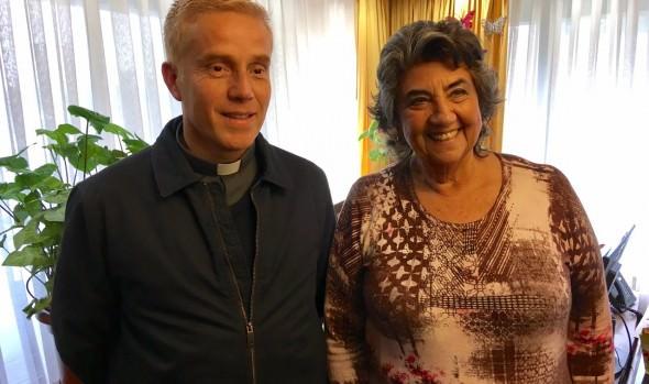 Alcaldesa Virginia Reginato y sacerdote Marcelo Catril trabajarán en conjunto para impulsar política habitacional en favor de asentamientos precarios