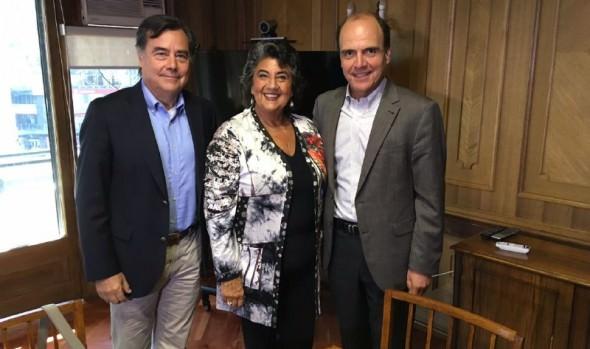 Ministro de Vivienda trabajará en conjunto con alcaldesa Virginia Reginato para abordar situación de campamentos