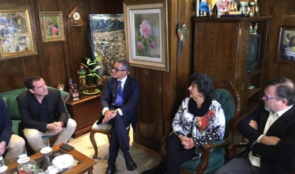 Saludo protocolar de ejecutivos de canal 13 y TVN recibió alcaldesa Virginia Reginato