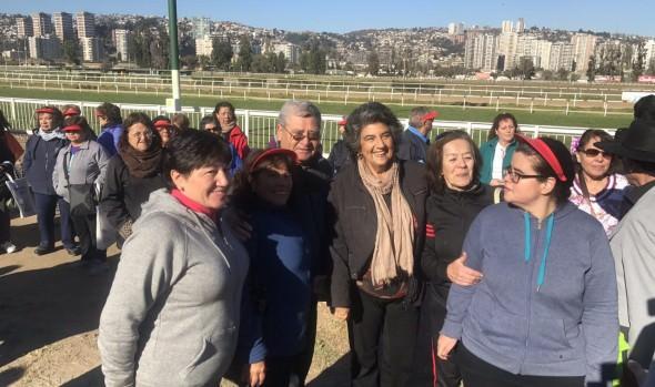 Organizaciones gubernamentales y municipio de Viña del Mar realizaron feria por el envejecimiento positivo