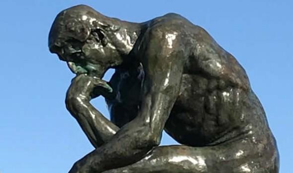 Profesor de Escuela de Bellas Artes de Viña del Mar realizó mantención de escultura El Pensador de Rodin