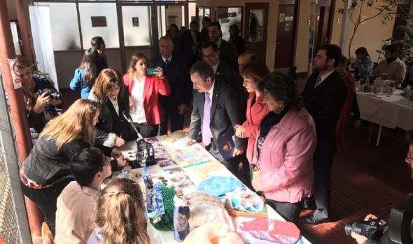 Alcaldesa Virginia Reginato y Ministro de Educación visitaron talleres de escuela municipal Juanita Aguirre