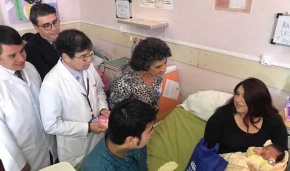 Un saludo a las nuevas y futuras mamás en el Hospital Fricke entregó alcaldesa Virginia Reginato
