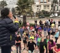 Aficionados a la actividad física derrochan energía en las mañanas fitness junto al mar en Viña del Mar