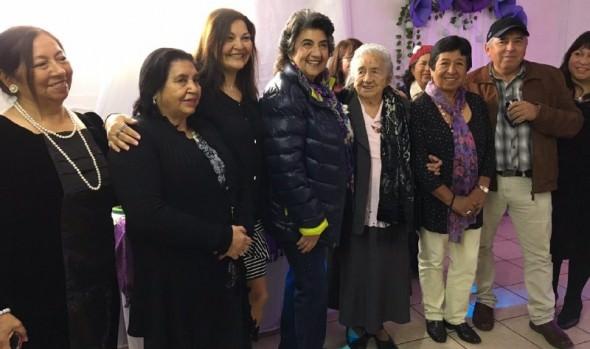 Emotiva celebración de cumpleaños N° 100 y Día de la mamá celebró vecina de Viña del Mar junto a su familia y alcaldesa Virginia Reginato