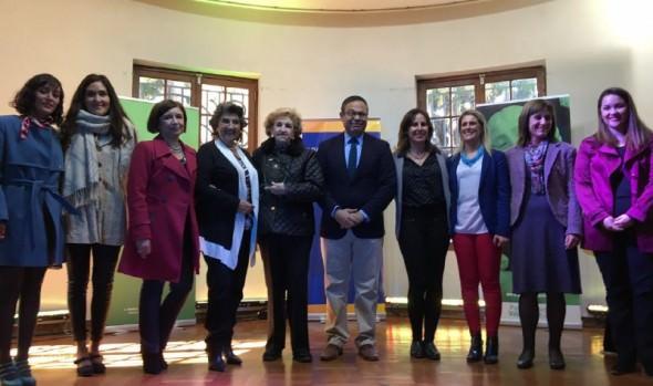 Reconocimiento a historiadora Eugenia Garrido por su aporte a la cultura y el patrimonio, entregó alcaldesa Virginia Reginato