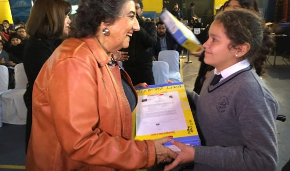 1.570 estudiantes de 7º básico de colegios municipales y subvencionados de Viña del Mar reciben computador portátil