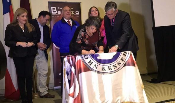 Municipalidad de Viña del Mar renovó convenio de colaboración con instituto John Kennedy