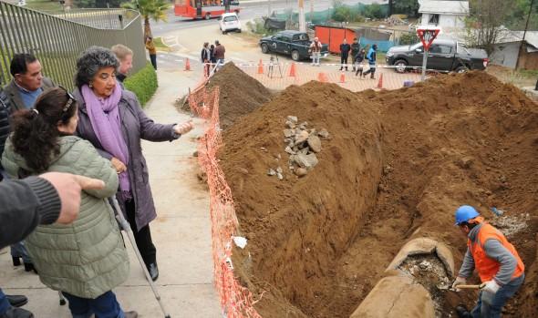 Municipio repara calle afectada por socavón en Villa Hermosa