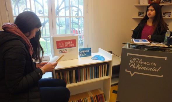 """Municipio de Viña del Mar, ONG e INJUV fomentan lectura entre los jóvenes a través del proyecto """"Leyendo en el Rioja"""""""