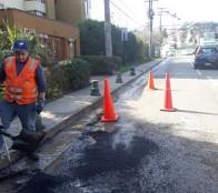 Municipio de Viña del Mar inició bacheo en calles afectadas por lluvia