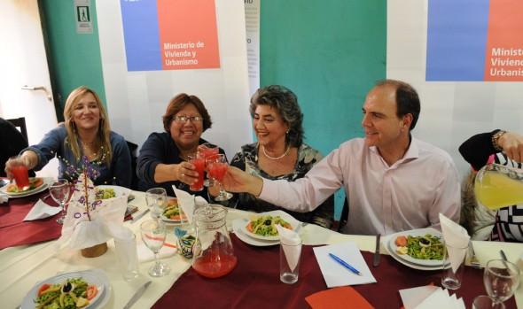 Inversión que realizará el Gobierno en campamentos de Viña del Mar y la región fue valorado por alcaldesa Virginia Reginato