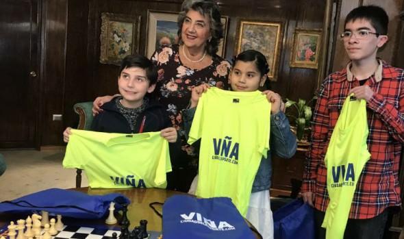 Ajedrecistas infantiles que competirán en panamericano recibieron apoyo de alcaldesa Virginia Reginato