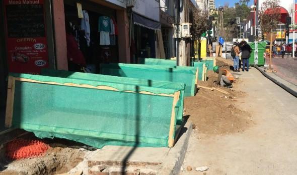 Avanzan obras de reposición de aceras en calles Villanelo y Echevers
