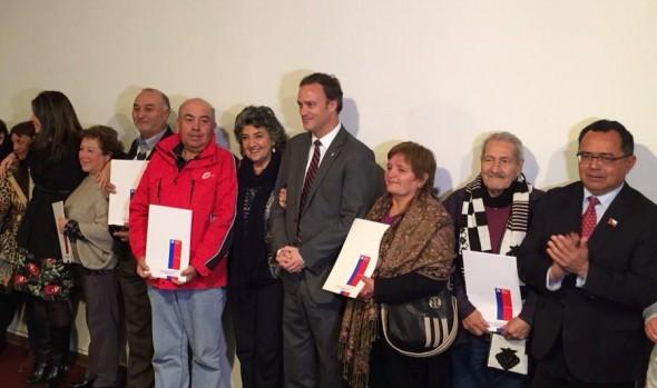 """Familias viñamarinas recibieron títulos de dominio gracias a programa """"Chile propietario"""""""