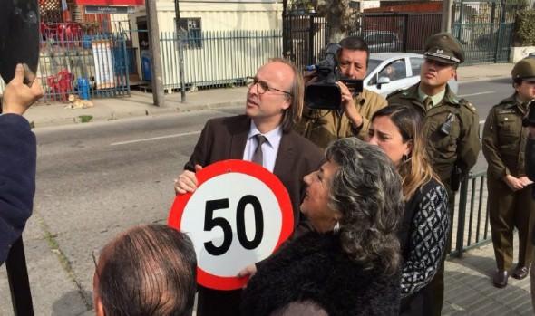 Municipio de Viña del Mar reemplaza señales de límite de velocidad para concientizar a conductores a respetar nueva normativa