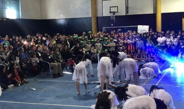 Colegio Lord Cochrane y colegio Kingstown School ganaron primer concurso interescolar de baile urbano