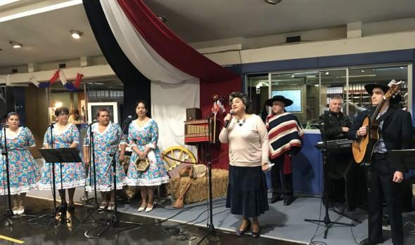 Conjunto folclórico Peuco se lució en inicio de las celebraciones de Fiestas Patrias del municipio viñamarino