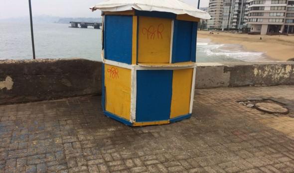 Municipalidad de Viña del Mar retira kioskos y casetas en desuso
