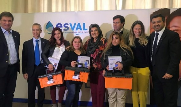 Nuevas mujeres fueron capacitadas en pionero curso de gasfitería gracias a convenio entre Municipalidad de Viña del Mar y ESVAL