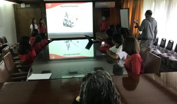 Alumnos del colegio Alemán que ganaron proyecto tecnológico en 3er Congreso Explora Conicyt expusieron a alcaldesa Virginia Reginato