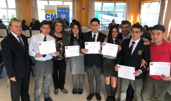 Alumnos destacados de Viña del Mar recibieron bono por logro Escolar 2018
