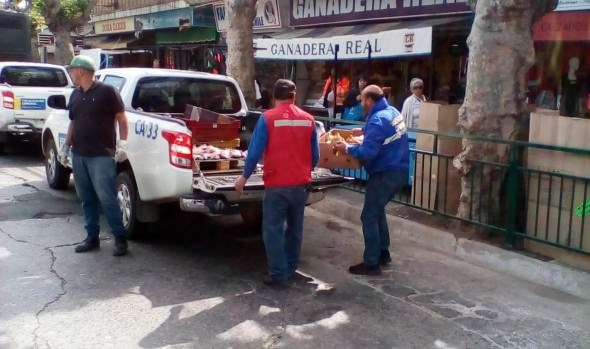 Operativo conjunto de municipio de Viña del Mar y Carabineros contra el comercio ilegal en calle Quillota dejó 8 detenidos