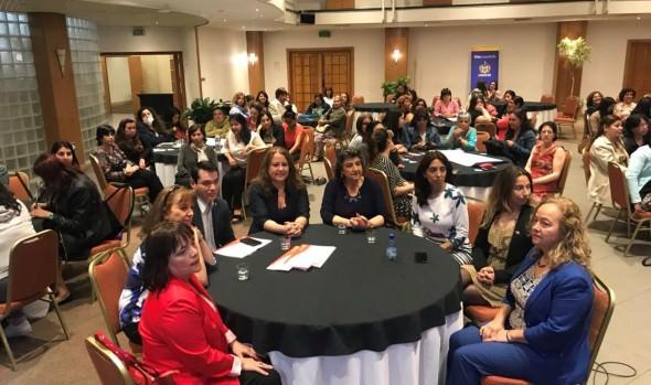 """2.600 viñamarinas han participado en programa """"Mujeres jefas de hogar"""":"""
