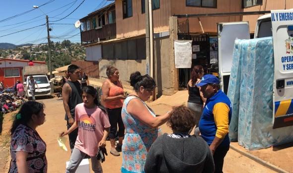 Municipio de Viña del Mar entregó ayuda de emergencia a afectados por incendio de Forestal