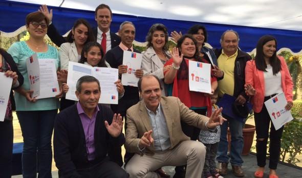 127 familias del Campamento Manuel Bustos recibieron títulos de dominio