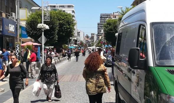 Municipio de Viña del Mar cerró calle Valparaíso para facilitar desplazamiento del público previo a Navidad
