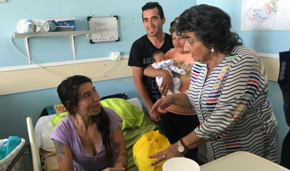 Los primeros bebés nacidos el 2019 en el Hospital Fricke visitó alcaldesa Virginia Reginato