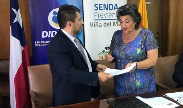 Municipio y SENDA renovaron convenios para prevenir consumo de alcohol y drogas en Viña del Mar