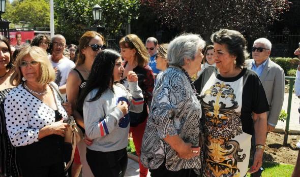 Vecinos de Viña del Mar comparten con figuras del Festival de la Canción en gala especial para la comunidad