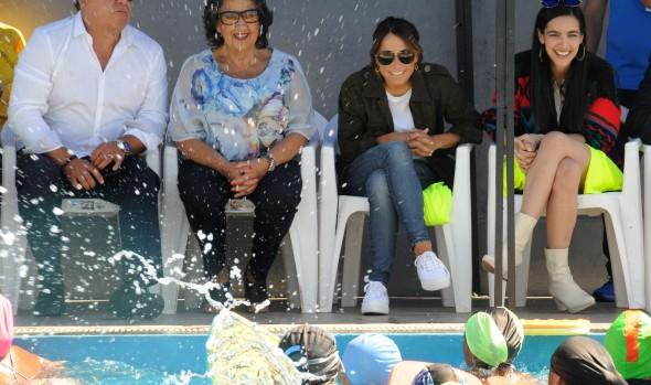 Jurado de Viña 2019 conoció exitoso programa gratuito de natación de la Casa del Deporte