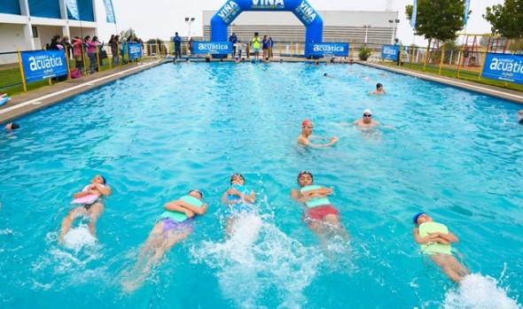 5 mil viñamarinos aprendieron a nadar gracias a cursos gratuitos de natación ofrecidos por Casa del Deporte de Viña del Mar
